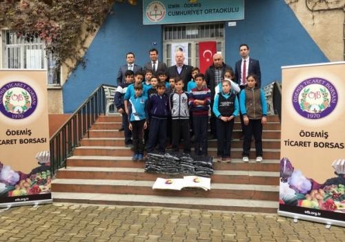 Ödemiş Ticaret Borsası İlköğretim - Ortaöğretim Okulu Öğrencilerine Eşofman Takımı Yardımında Bulundu